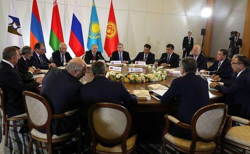 Заседание Высшего Евразийского экономического совета вузком составе.