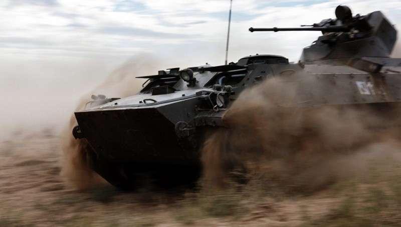 """Неубиваемая """"мотолыга"""". Почему армия России не спешит отказываться от МТ-ЛБ"""