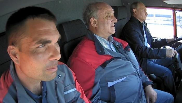 Поехали! Владимир Путин за рулем Камаза открыл движение по Крымскому мосту