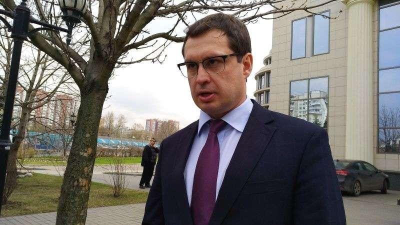 Полицейского, задержавшего воров багажа в аэропорту Внуково, осудили и вывезли из СИЗО