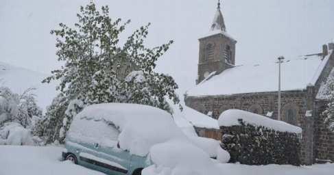 НаФранцию обрушился аномальный снегопад, объявлен оранжевый уровень опасности