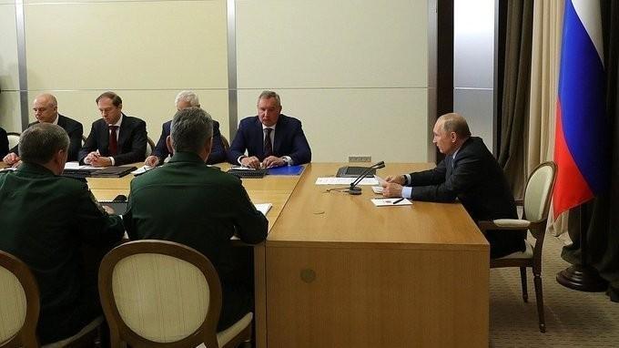 Владимир Путин провёл совещание сруководством Минобороны ипредприятий ОПК