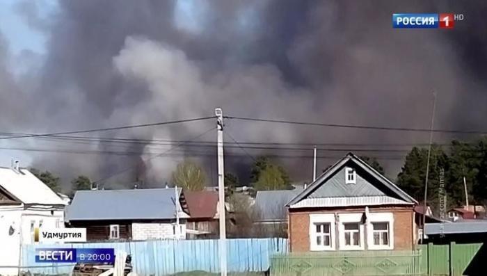 В Удмуртии пожар на бывшем арсенале в селе Пугачево: взрывы не утихают несколько часов