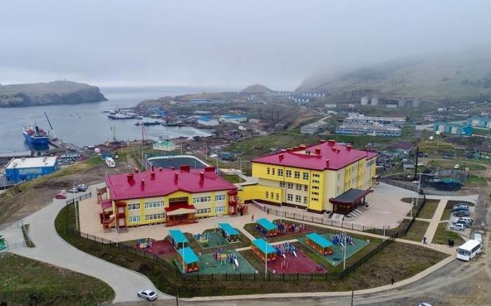 На Курильских островах открыт новый детский сад сбассейном