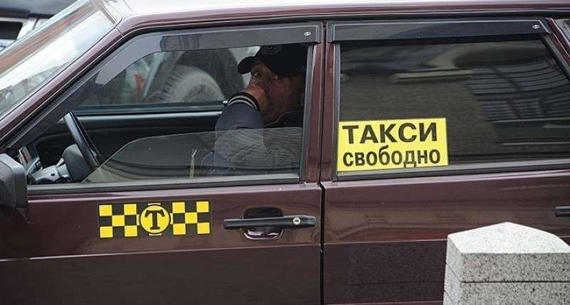 Крым. Нелегальные таксисты «переехали» в новый терминал Симферопольского аэропорта