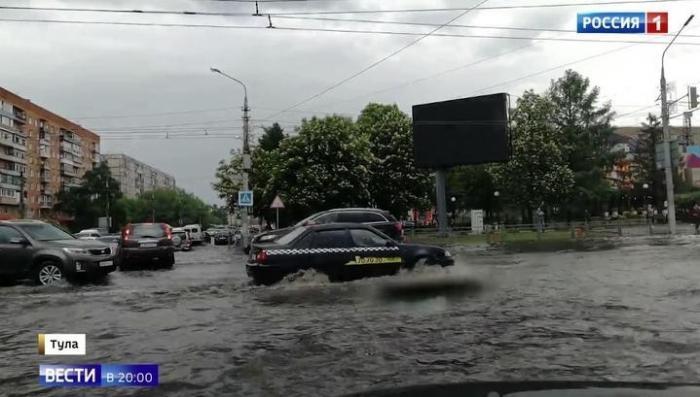 Центральная Россия: гроза и ливни не оставили камня на камне от плиточных тротуаров
