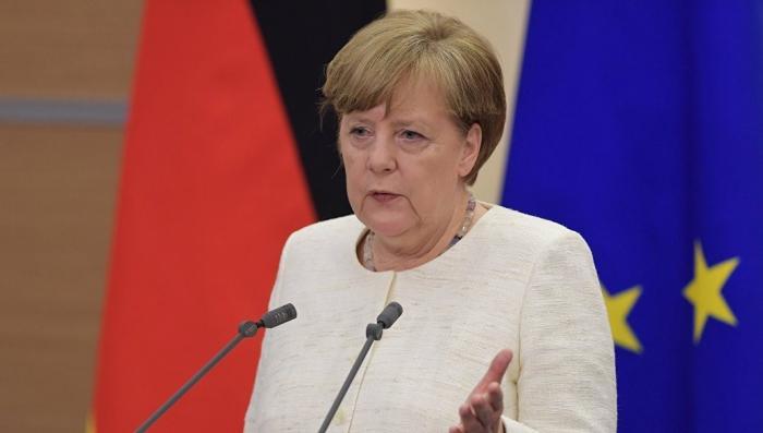 Евроскептики в парламенте Германии подали в суд на Меркель из-за беженцев