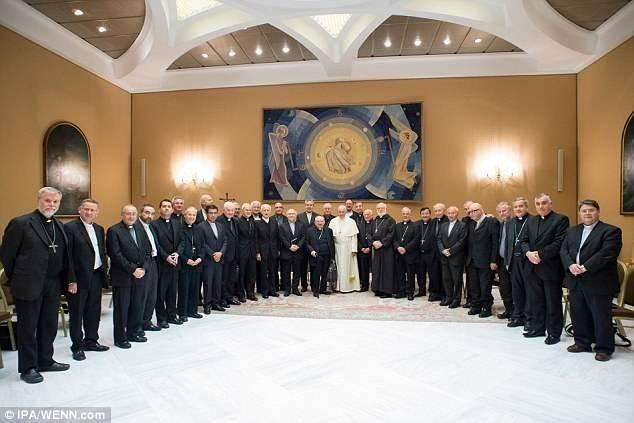 Скандал с педофилией вынудил всех 34 епископа в Чили подать в отставку