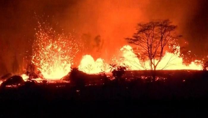 Вулкан на Гавайях не только заливает лавой, но и травит токсичными газами