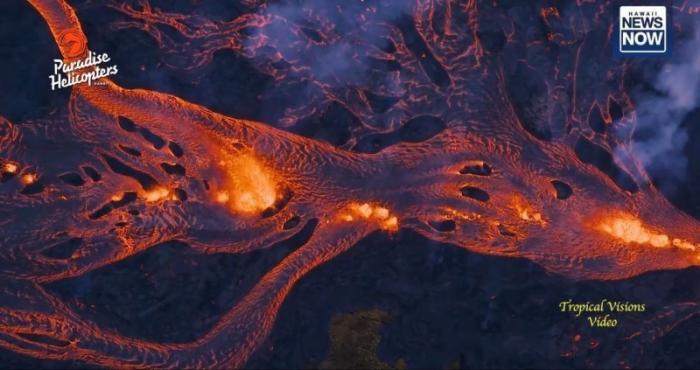 Извержение вулкана на Гавайских островах набирает новую силу