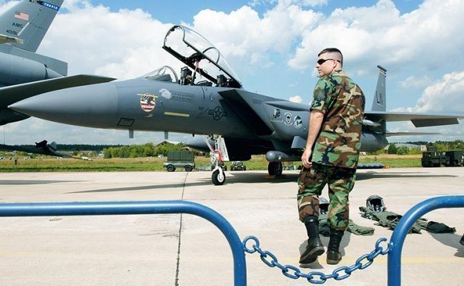 Штаты нафантазировали, как старичок F-18 будет сбивать Су-57