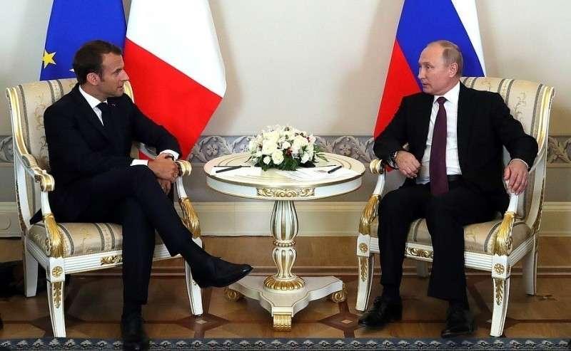 C Президентом Франции Эммануэлем Макроном.