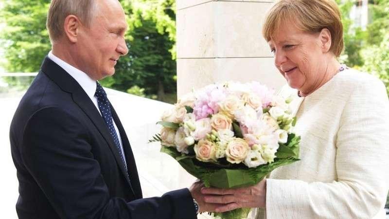 Зачем к Путину приезжала Меркель и зачем приехал Макрон