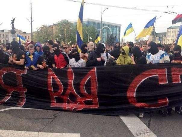 Украинские «ультрас» на марше подлецов в Москве