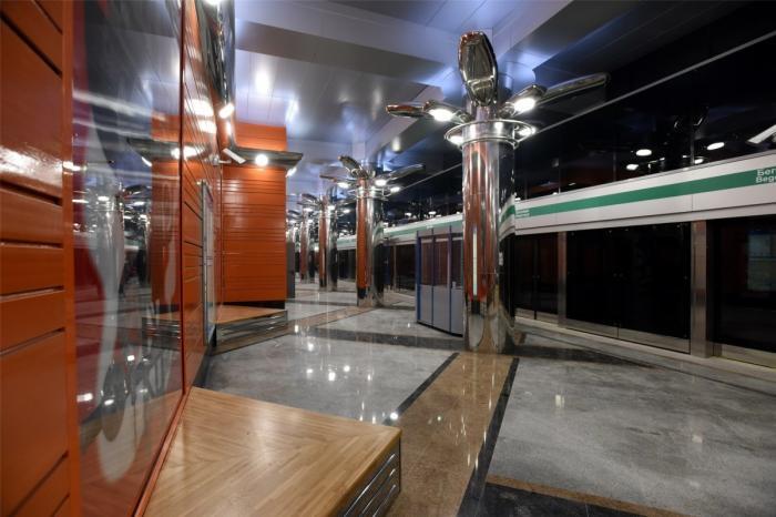В Петербурге открыли две новые станции метро
