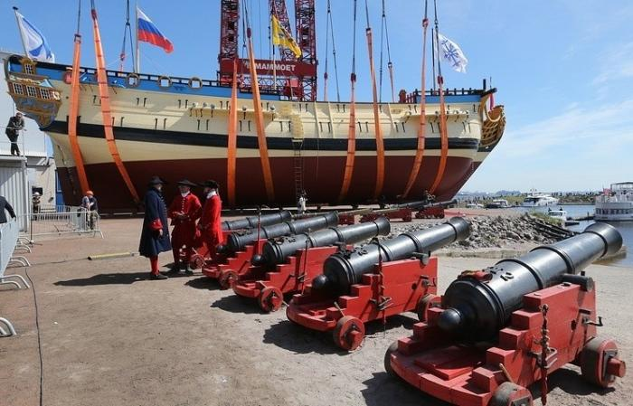 В Санкт-Петербурге спущен на воду 54-пушечный линейный корабль «Полтава»