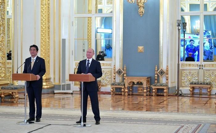 Владимир Путин и премьер-министр Японии Синдзо Абэ провели сеанс связи с МКС