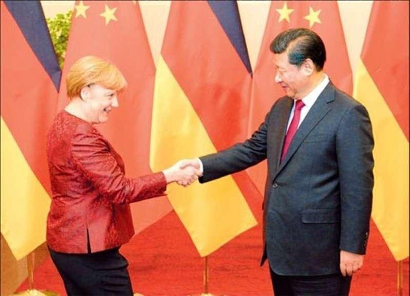 Как Меркель поехала в Китай пиндосов продавать