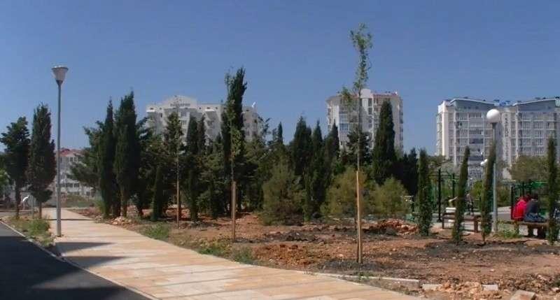 В Севастополе подлые вредители разворовывают новый парк