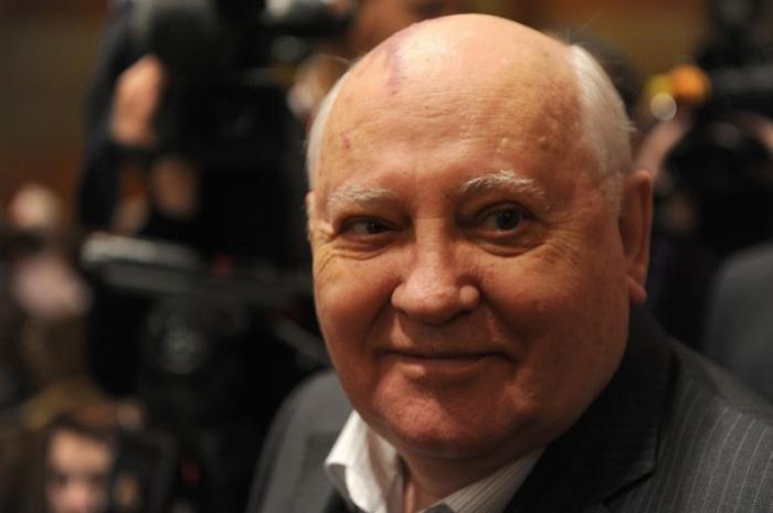 Негодяй Горбачёв бежал к пиндосам прятаться от наказания за геноцид русского народа