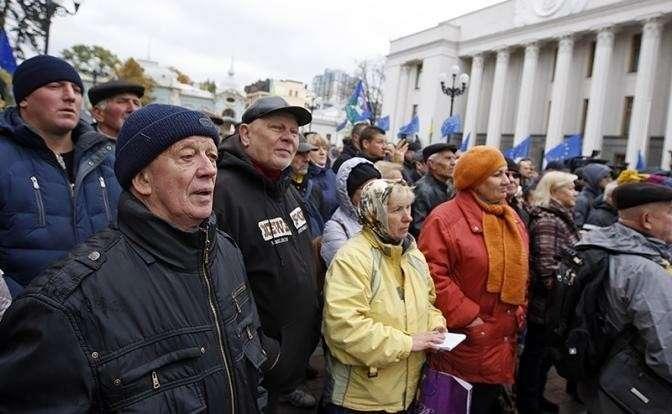 На фото: митинг у здания Верховной рады Украины