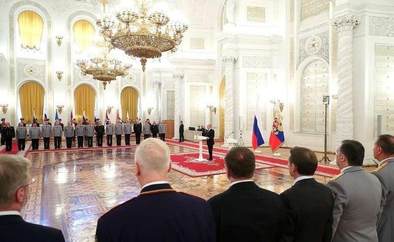 Нацеремонии представления офицеров ипрокуроров, назначенных навышестоящие должности.