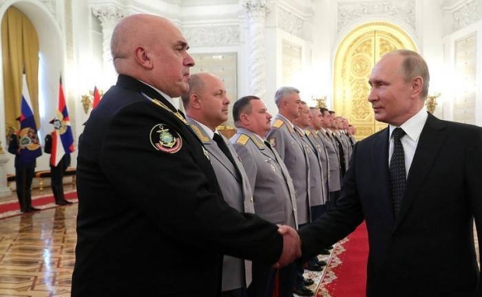 В Кремле состоялась церемония представления Президенту высших офицеров ипрокуроров