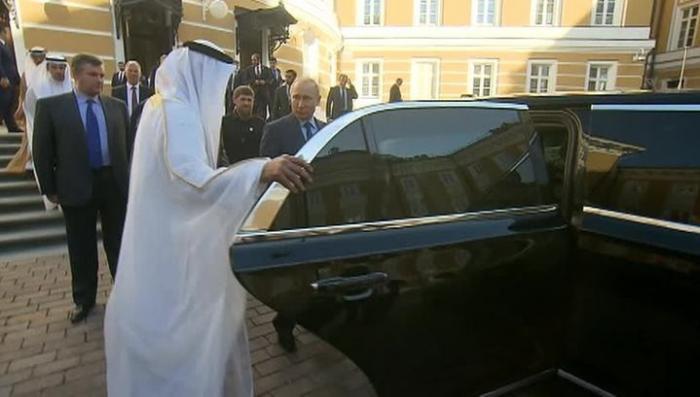 Владимир Путин показал Аль Нахайяну свой бронированный «Кортеж»