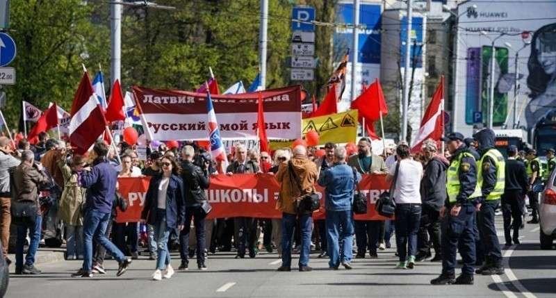 В Риге проходит марш против запрета нацистами русского языка в школах Латвии