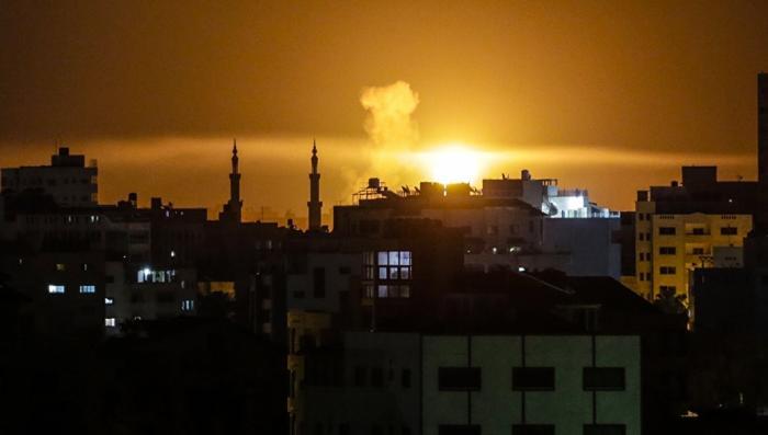 Террористический Израиль нанес авиаудары по десяти целям в Газе
