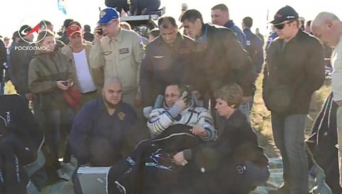 Экипаж экспедиции МКС 55 Антон Шкаплеров, Скотт Тингл и Норишиге Канаи вернулись на Землю