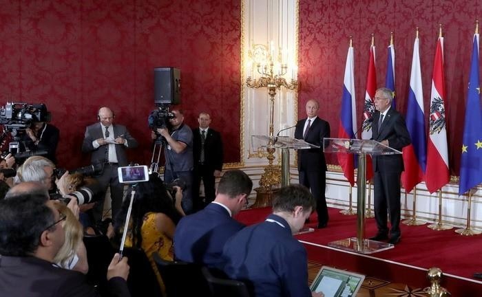 Владимир Путин и президент Австрии Александр ван дер Беллен провели пресс-конференцию