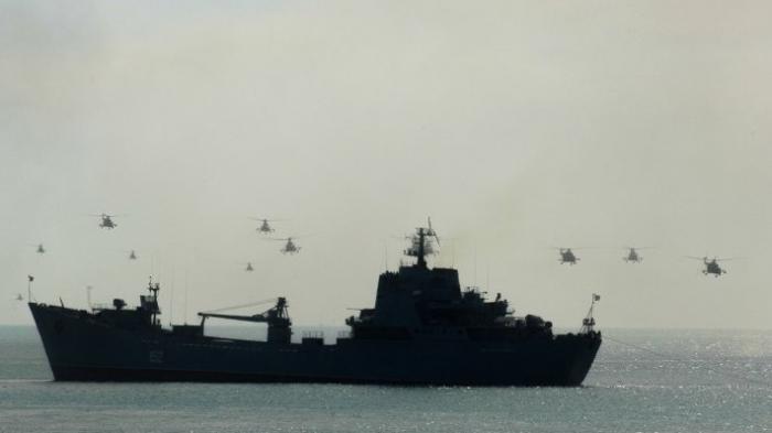Российские ракетные корабли взяли под охрану газовые вышки в Черном море