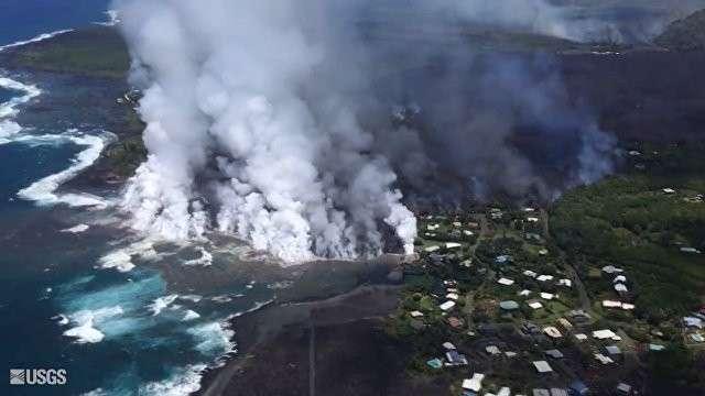 Гавайский вулкан разрушает всё новые территории