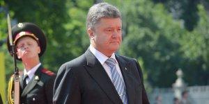 Самозванец Порошенко обещает отправлять строптивых депутатов на фронт