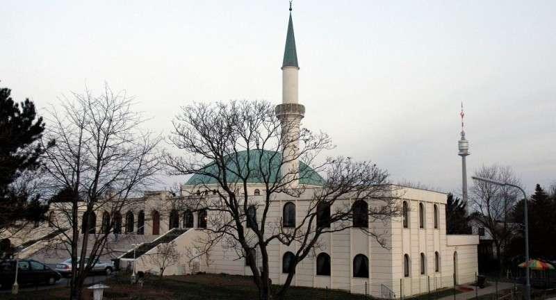 Австрия закрывает 7 мечетей и высылает сорок имамов