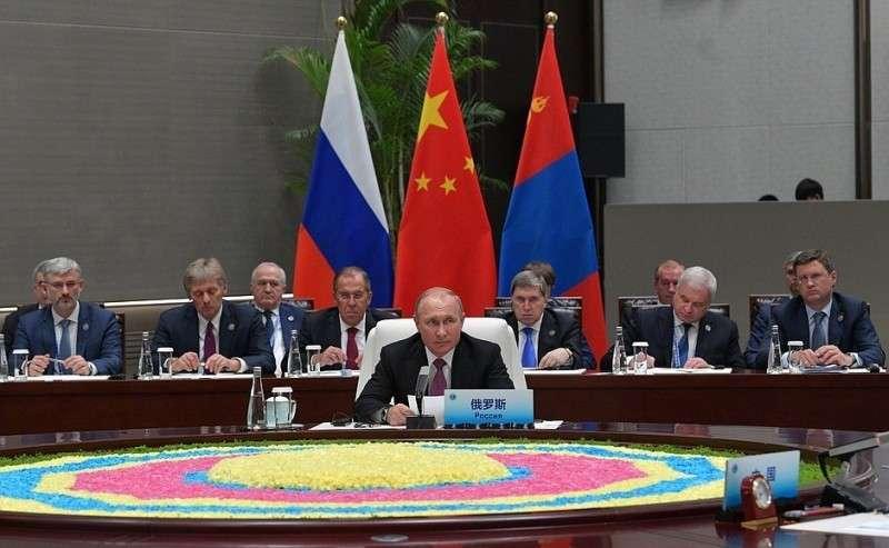 Встреча сПредседателем КНР Си Цзиньпином иПрезидентом Монголии Халтмагийн Баттулгой.