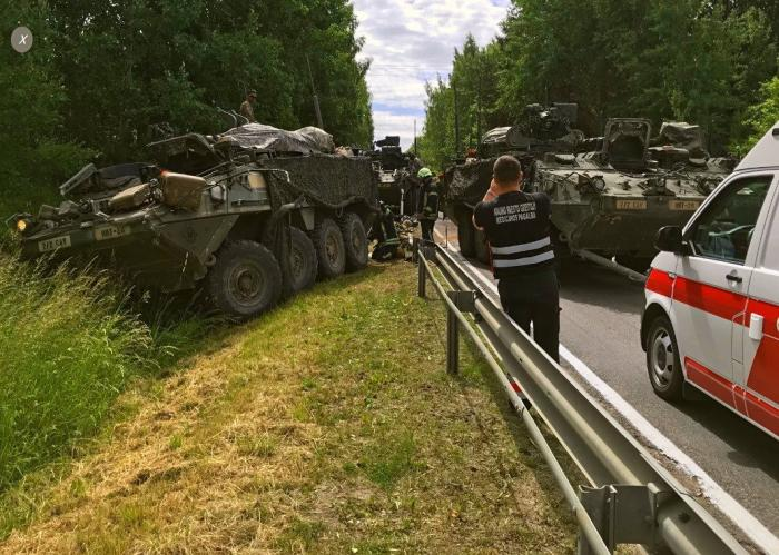 «Русские не пройдут»: в Литве столкнулись разом четыре БТР США по пути на учения