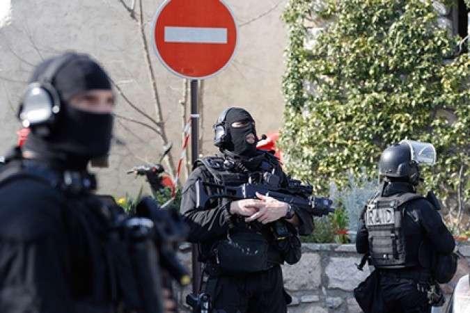 Спецназ взял штурмом здание с захваченными в Париже заложниками