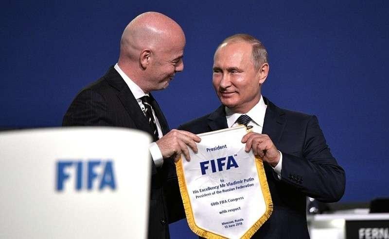 Назаседании 68-го конгресса Международной федерации футбольных ассоциаций. Спрезидентом ФИФА Джанни Инфантино.