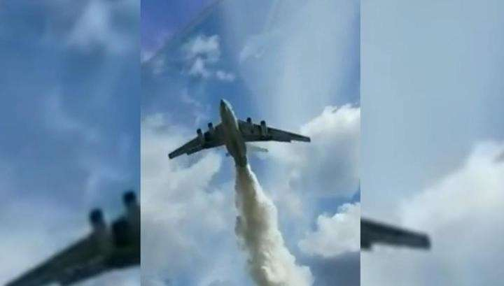 Пожарный «бомбардировщик» Ил-76 сбросил тонны воды на инспекторов ДПС в Подмосковье