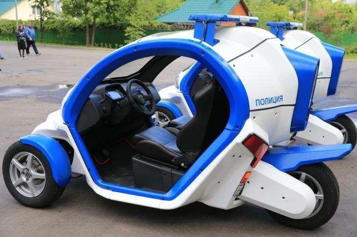 В Москве сотрудники ДПС получили электромотоциклы «ИЖПульсар» иэлектромобили «Овум»
