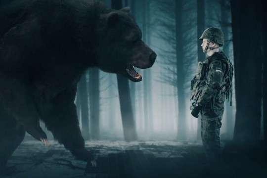 Эстонские военные выпустили смешной ролик о победе над русским «оккупационным медведем»