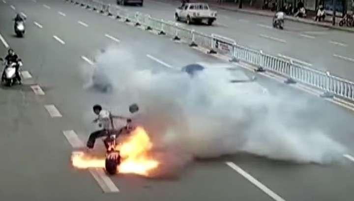 В Китае попало на видео самовозгорание электрического скутера