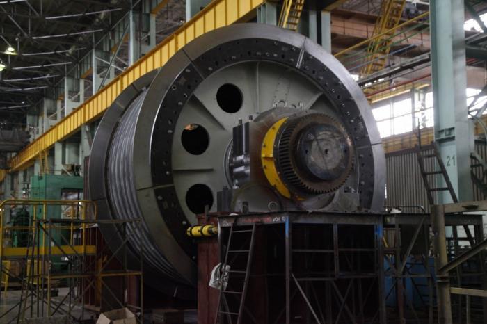 На Урале произвели самую мощную вРоссии шахтную подъемную машину
