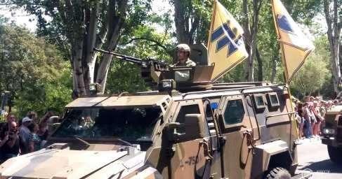 В оккупированном Мариуполе каратели провели военный парад