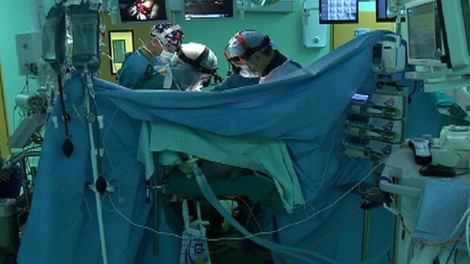 Российские хирурги госпиталя имени Вишневского проводят уникальные гибридные операции