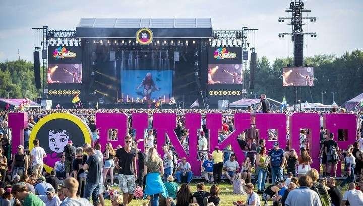 Нидерланды: на фестивале машина протаранила толпу