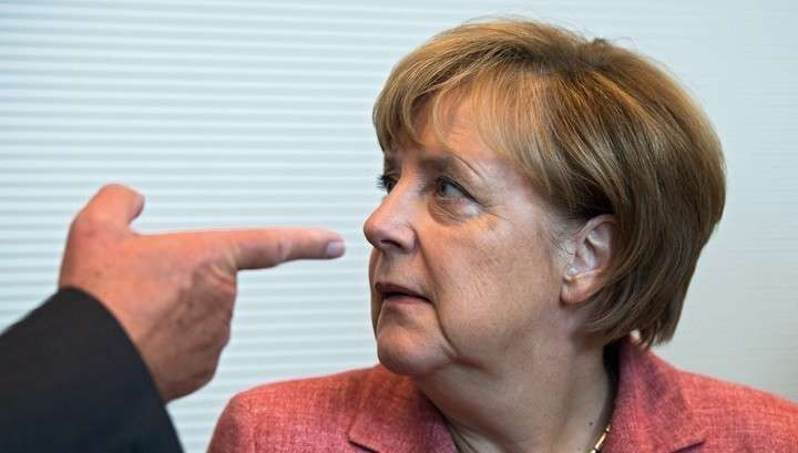 Старушке Меркель предъявили ультиматум из-за беженцев