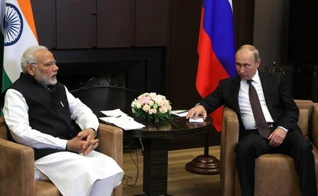 Россия и Индия обсуждают отказ от доллара и торговлю в нацвалютах